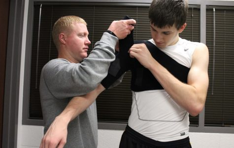Braced for injury:  Athletic trainers stay on their toes to prevent, treat basketball injuries