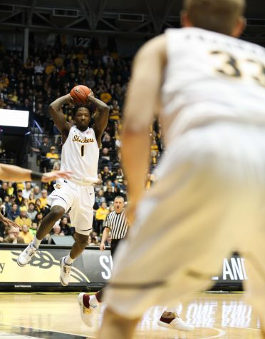 Halftime: Shockers trail Illinois State, hot shooting numbers fall in final minutes