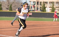 Hitz's squeeze bunt gives Shockers 12-inning victory