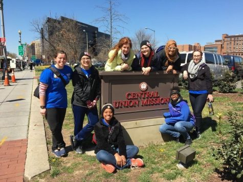 Students spend spring break giving back