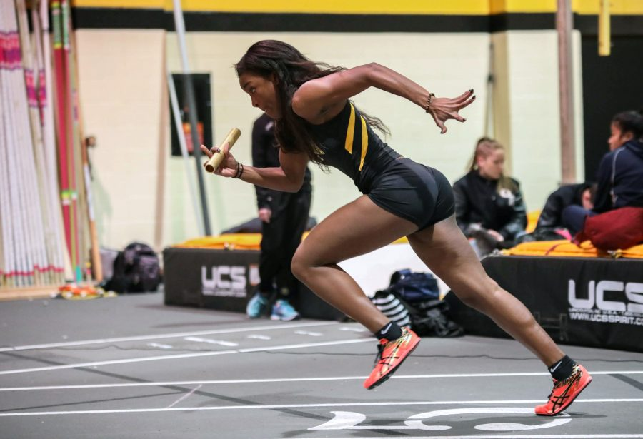 Daysha+Bullocks+leads+off+the+Wichita+State+A+squad+in+the+4+by+400+meter+relay.+Wichita+State+won+the+race.