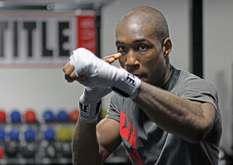 Wichita+State+student+and+professional+boxer+Manny+Thompson+trains+for+his+Dec.+1+fight+at+Title+Boxing+Club.%0A