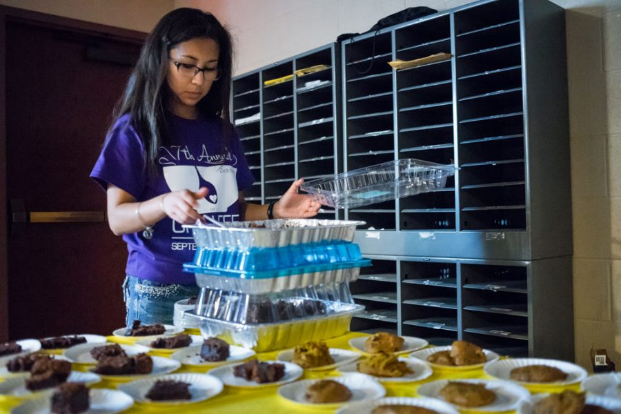 A volunteer prepares cookies during the Zach Mesch Chili Feed on Friday at noon in the Sigma Phi Epsilon basement.