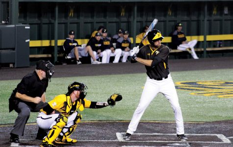 Gold dominates World Series 3-0, roster to change for Game 4