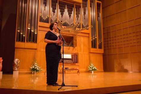 Lynne Davis speaks before performing Tuesday night in Wiedemann Hall. The concert was part of an anniversary ceremony commemorating the contraction of Wiedemann Hall.