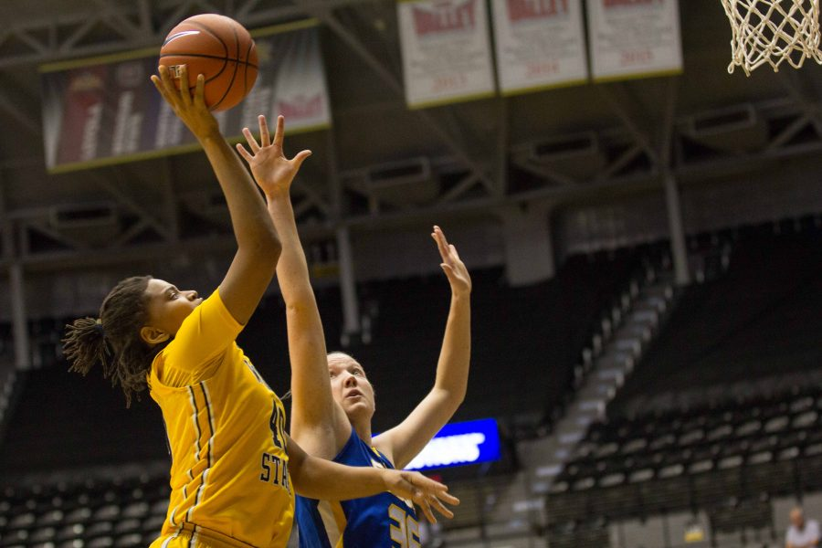 Wichita+State+junior+Angiee+Tompkins+puts+up+a+lay-up+during+Wednesday+night%E2%80%99s+home+game+against+South+Dakota+State.+