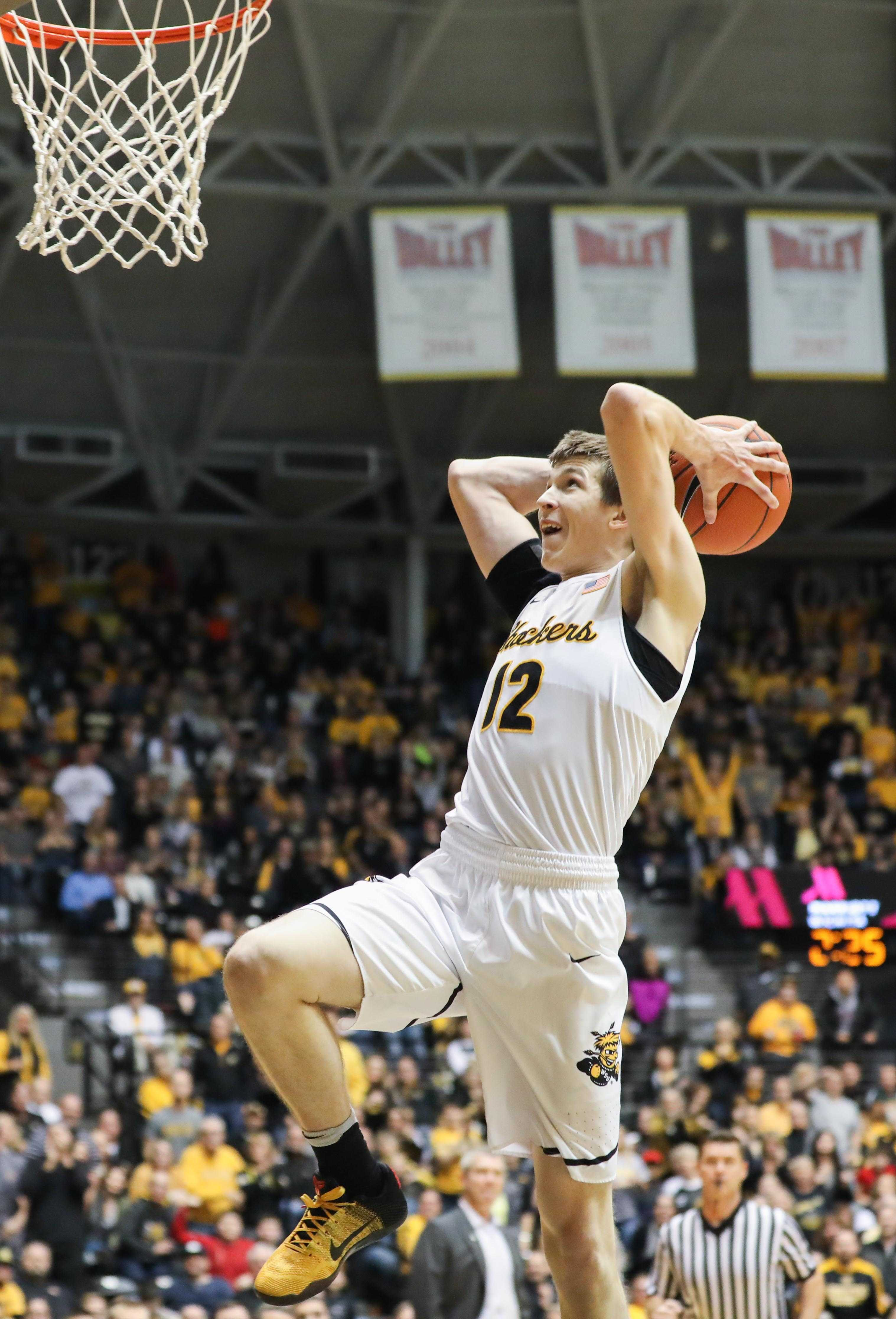 Wichita+State+guard+Austin+Reaves+goes+for+a+dunk+after+a+success+steal+against+the+Indiana+Sycamores+in+the+first+half+at+Koch+Arena.+%28Jan.+21%2C+2017%29