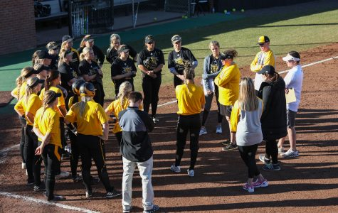 Softball continues to build off historic 2016 season