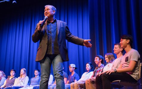 Hypnotist 'convinces' audience of good show