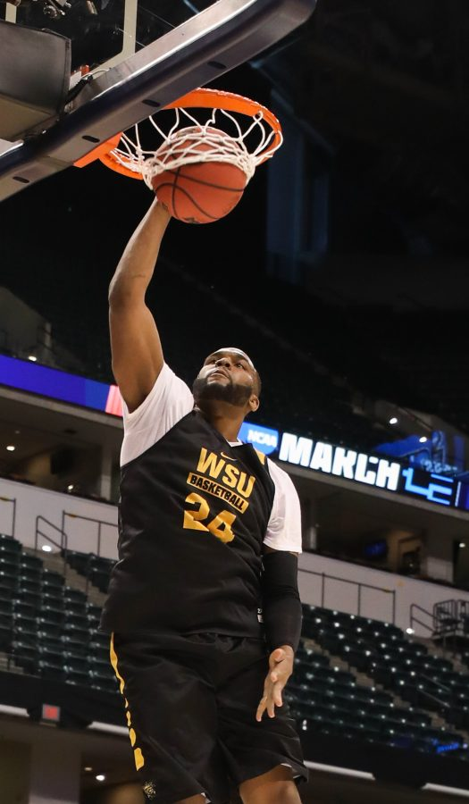 Wichita+State+center+Shaquille+Morris+dunks+during+open+practice+on+Thursday+afternoon+in+Bankers+Life+Fieldhouse+in+Indianapolis.+%28Mar.+16%2C+2017%29