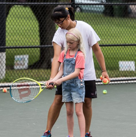 PHOTOS: Women's Tennis gives back