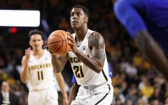 No. 6 Wichita State drops Maui Invitational championship game to No. 13 Notre Dame