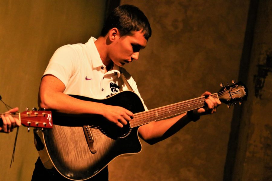 K_State_student_performs_Paraguayan_music