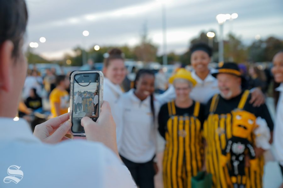Wichita+State+fan%27s+take+pictures+with+Women%27s+Basketball+players+on+Monday+at+the+pep+rally.+%28Joseph+Barringhaus%2FThe+Sunflower%29