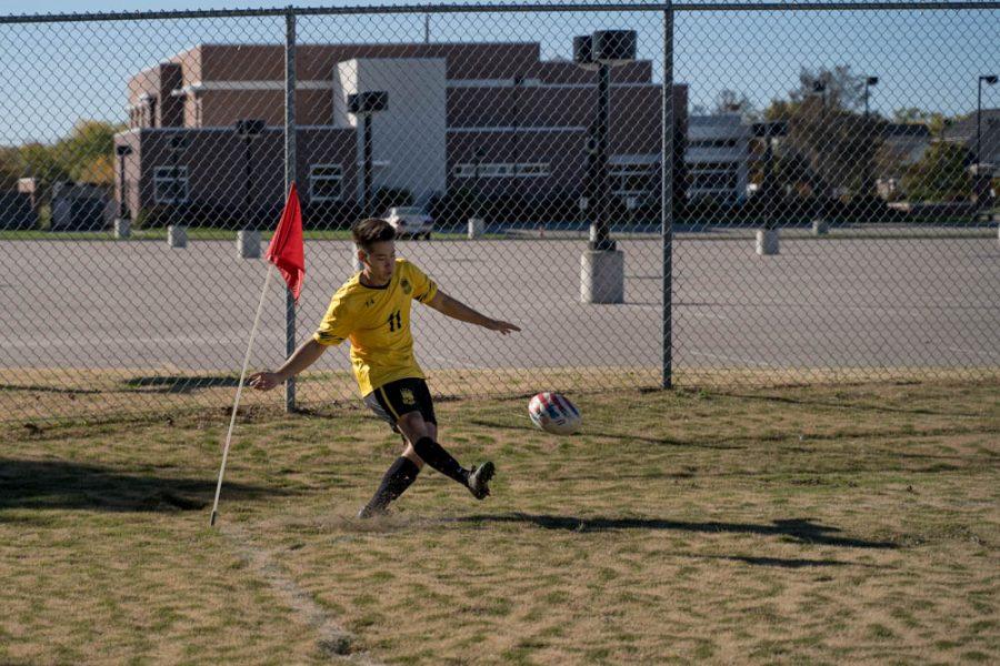 Ryan Crabtree (#11) takes a corner kick fot Wichita State