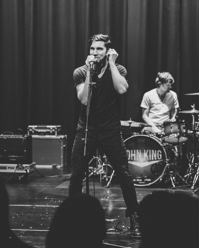 PHOTOS: John King jams at Kappa Gam concert – The Sunflower