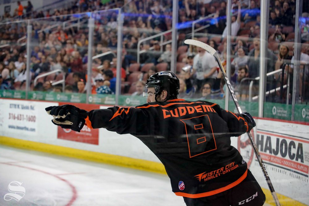 Wichita+Thunder+forward+Ralph+Cuddemi+points+to+his+teammate+after+scoring+the+second+goal+of+the+game+in+the+second+period+against+the+Allen+Americans+on+April+5%2C+2019+at+INTRUST+Bank+Arena.+%28Photo+by+Joseph+Barringhaus%2FThe+Sunflower%29.