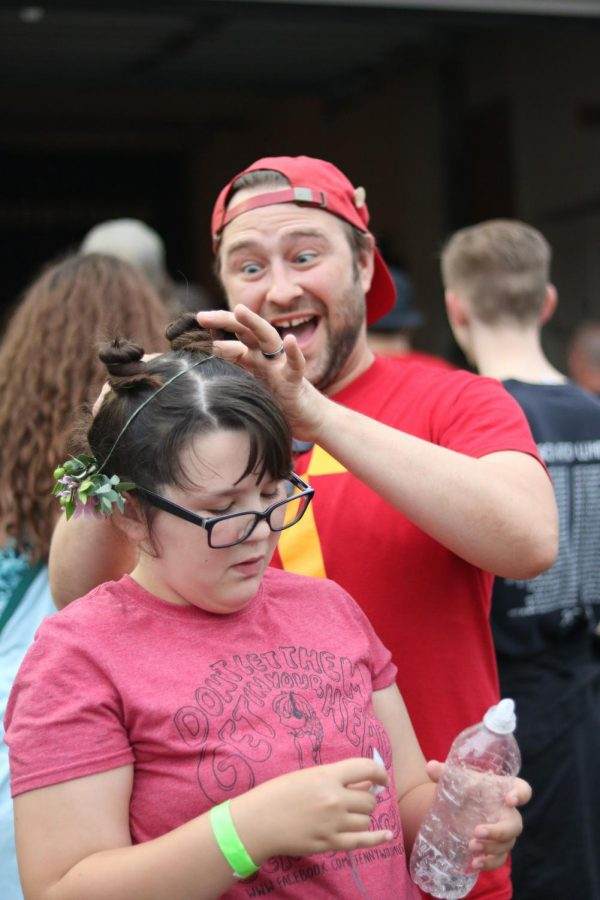 A supporter enthusiastically attaches a young girls flower crown at Jenny Woodstock on Saturday, May 25 at The Back Beat.