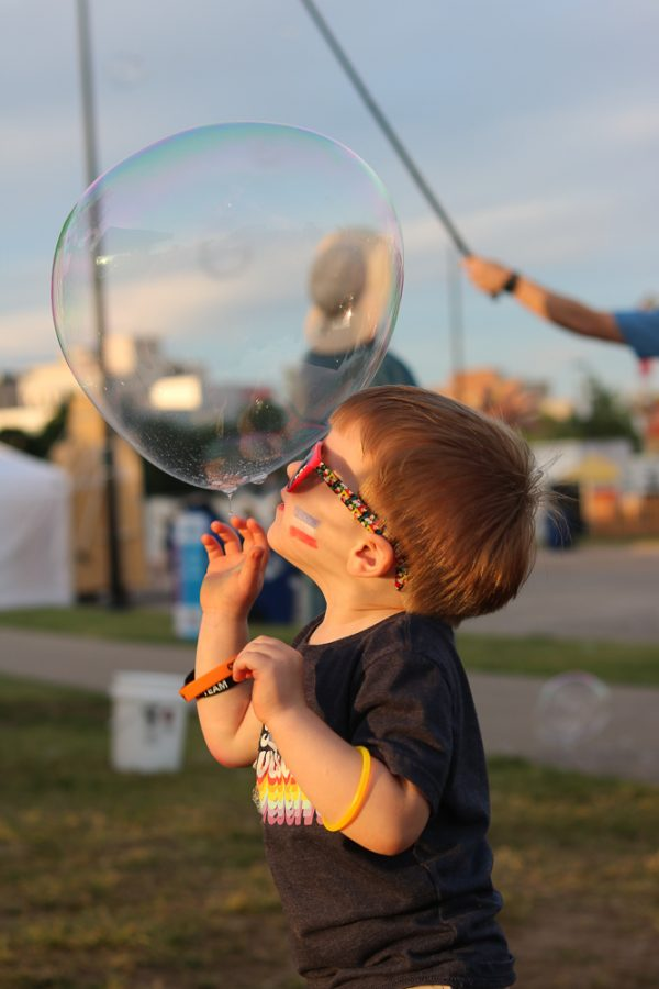 A+toddler+gazes+at+a+bubble+at+Riverfest+on+Thursday%2C+June+6.