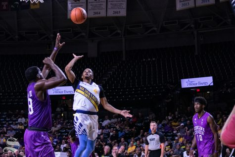 WSU upsets No. 1 seed East Carolina in first round of AAC Tournament