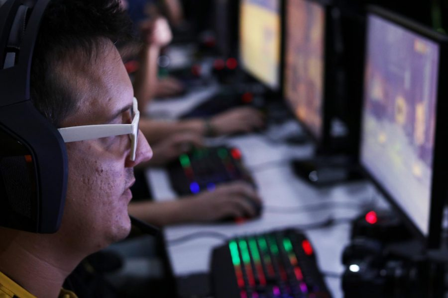 Jesse Koza focuses as he gets used to his controls during a game of Overwatch.