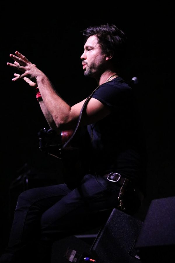 Jared Kolesar, lead singer for Jared & The Mill, speaks to the audience about his musical influences at WAVE on Wednesday, October 16.