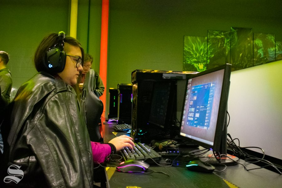 Jade Bornholdt, a junior studying computer science, uses a hub computer to select a game during the opening of the WSU esports hub on Tuesday, Nov. 5 in the Heskett Center.