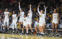 Women's basketball wins nail-biter against Sooners