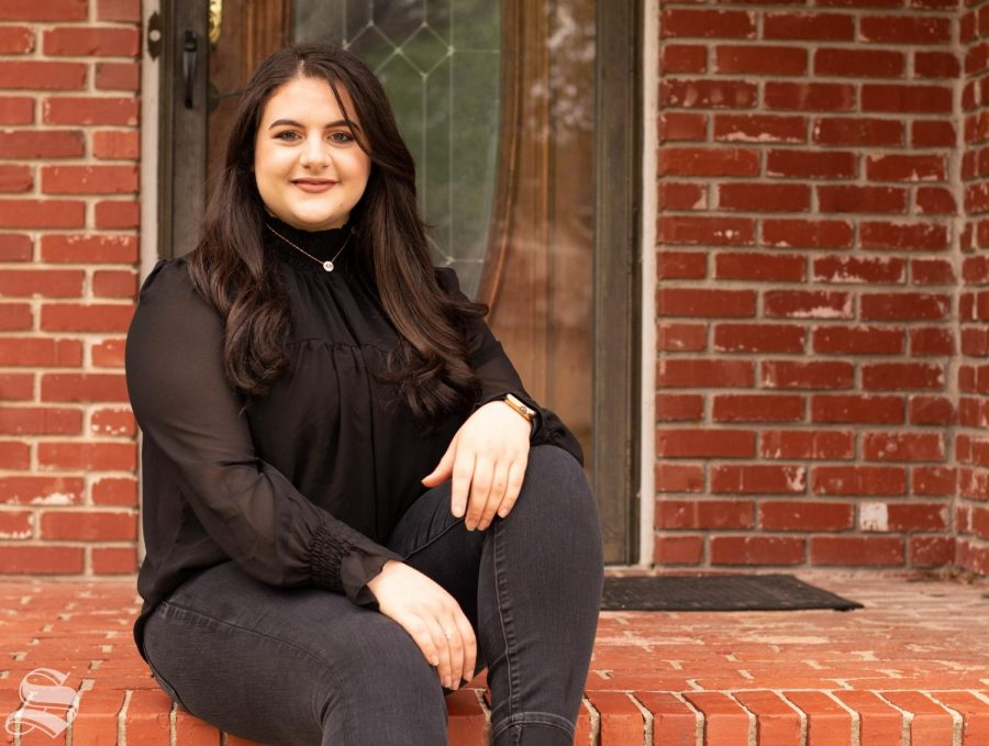 Hanna Issa is a senior majoring in graphic design.