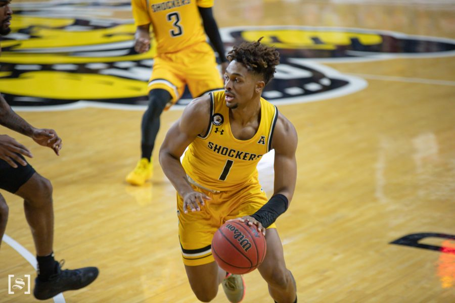 Wichita+State+sophomore+Tyson+Etienne+drives+to+the+basket+during+the+game+against+UCF+at+Charles+Koch+Arena+on+Jan.+30.