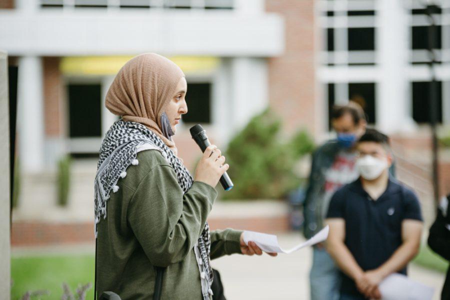 Senior+Noor+Abdalla+speaks+during+the+vigil+honoring+Palestinians+on+May+30.