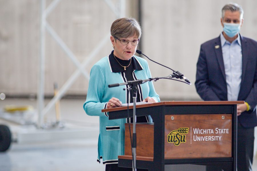 Kansas+Governor+Laura+Kelly%2C+Senator+Jerry+Moran+visit+campus+to+discuss+new+777+passenger-to-freighter+project
